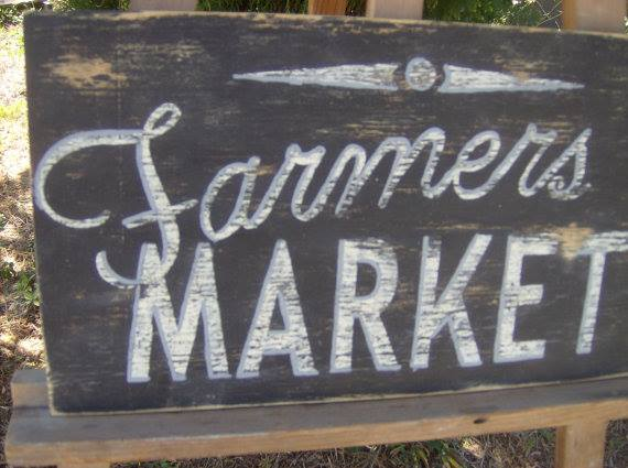 image of chalk board with Farmers Market written on it
